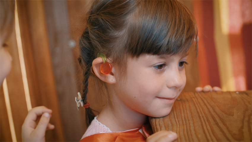 Little heroine wishing for earrings: Earrings for children